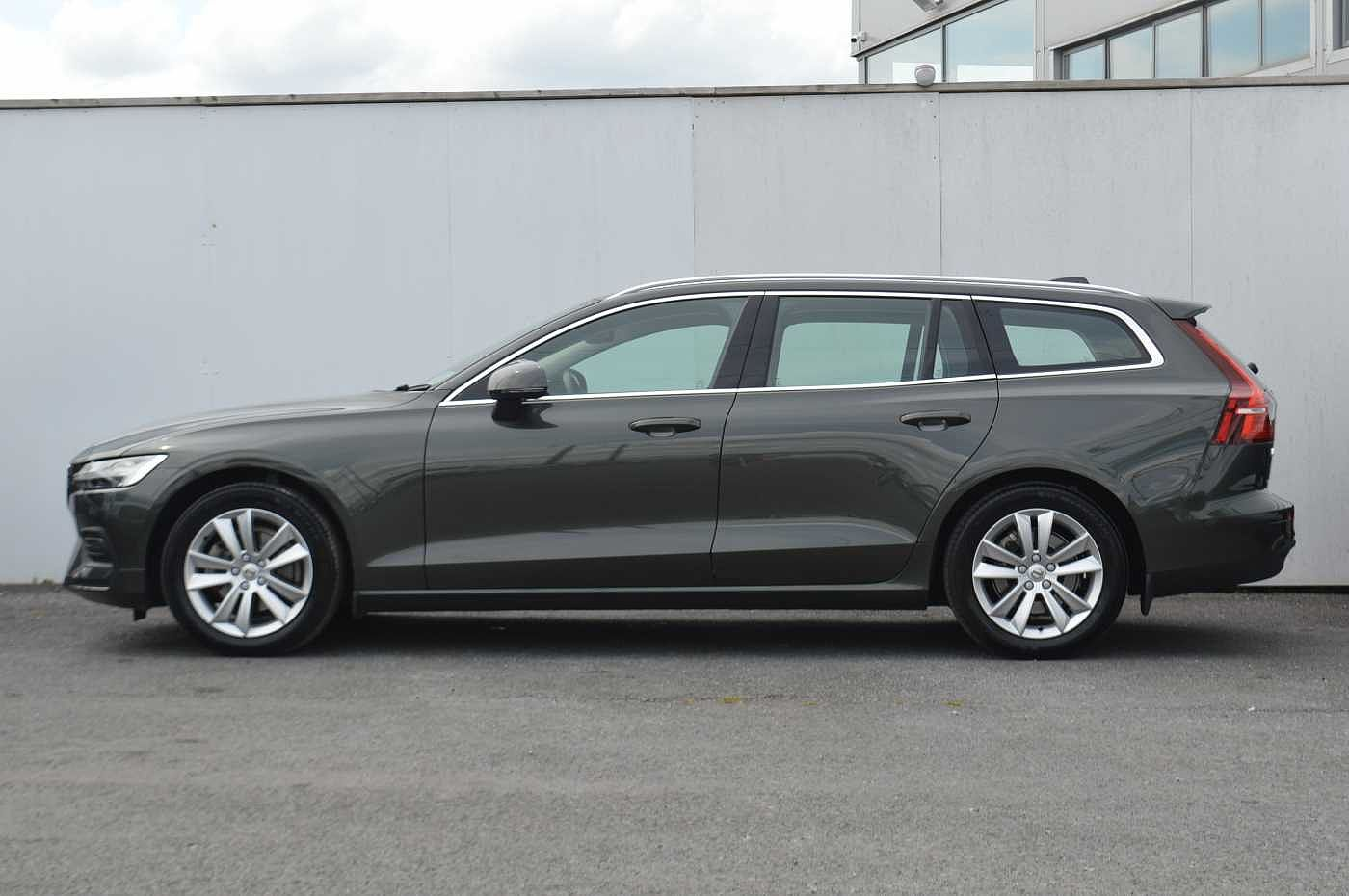 Volvo  D3 Momentum Automatic ( Leather seats, Front & rear park assist, Sat Nav )