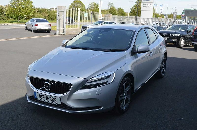 Volvo  D2 ( Black leather seats , Heated seats, Parking camera , Active TFT display )